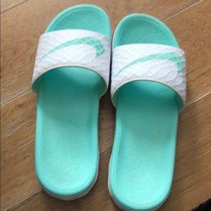 Nike women's slide flip flops size 9